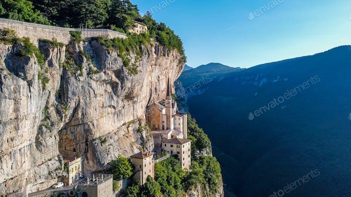 Kirche Madonna della Corona, Italien