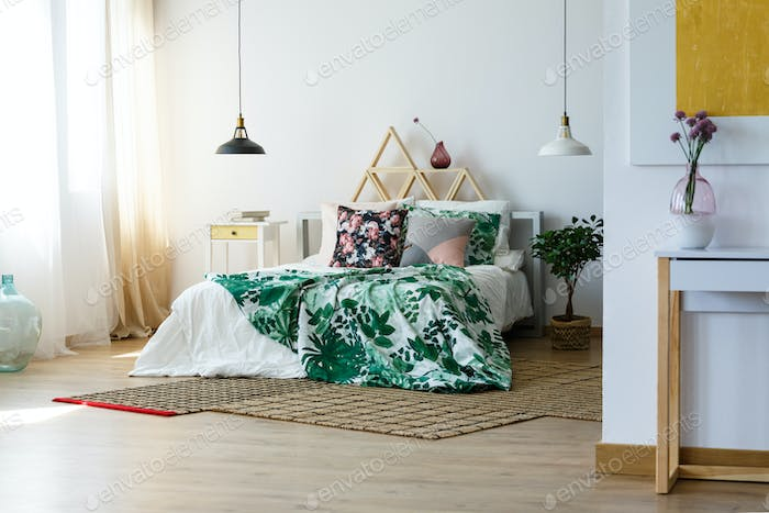 Artistic bedding style