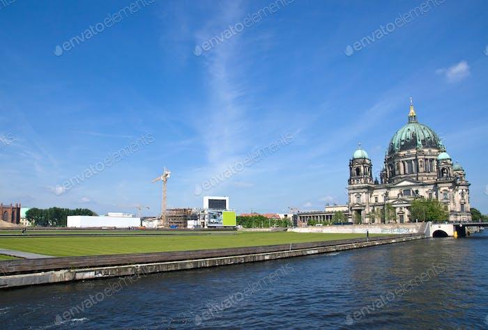 Berlins Dom, Spree und Schlossplatz