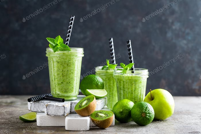 Smoothie with fresh green apple, kiwi and lime