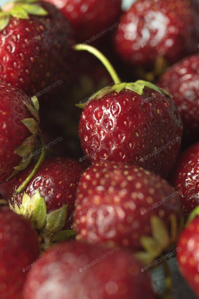 Frische reife perfekte Erdbeere. Makro.