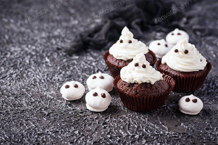 Cupcake in shape of ghost