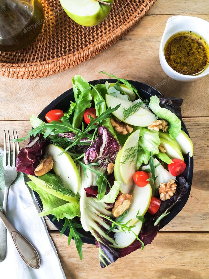 Apple with Rocket and Walnut salad