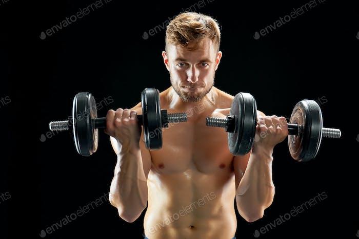 Sportive man doing bicep curls