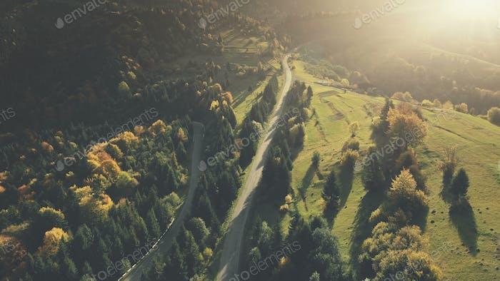 Bunte Hügel Wald Landstraße Luftbild