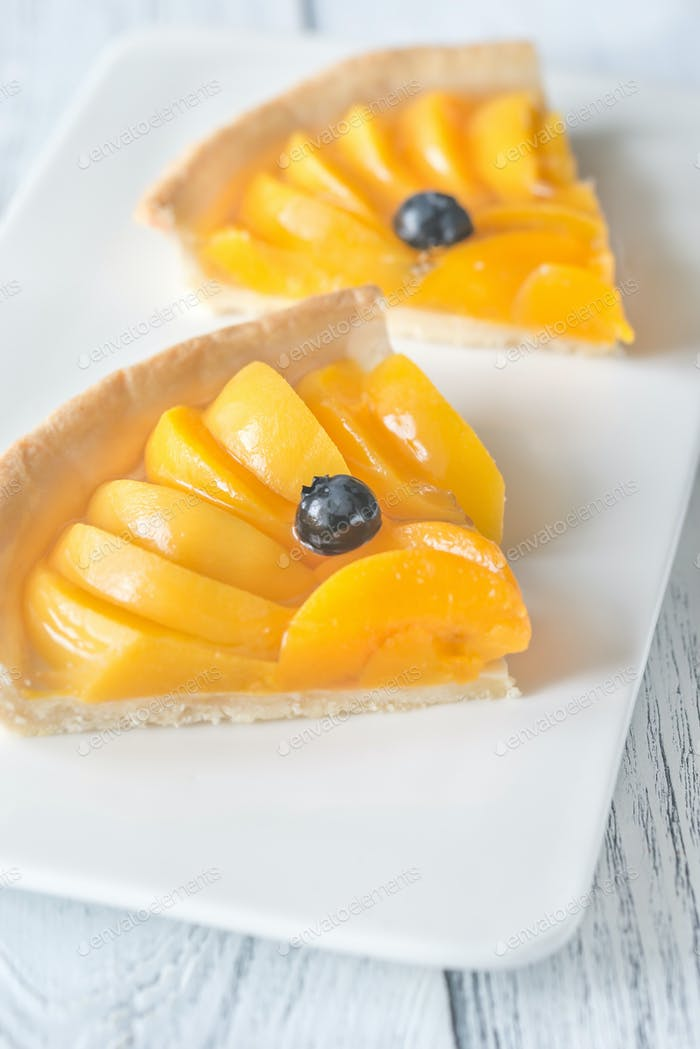 Tart with peaches and blueberry