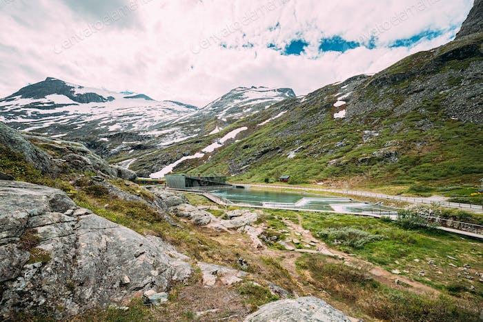 Trollstigen, Andalsnes, Noruega. Centro de Visitantes Cerca de la Serpentine Mountain Road Trollstigen. Famoso