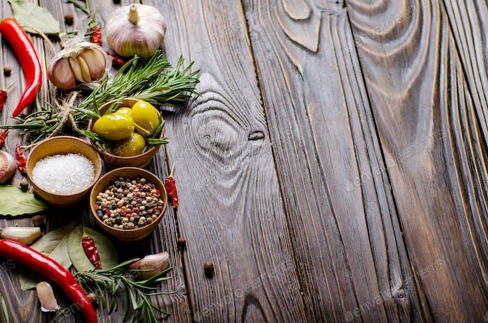 Marco de Fondo de Comida hecho de aceites condimentos y especias en kitc
