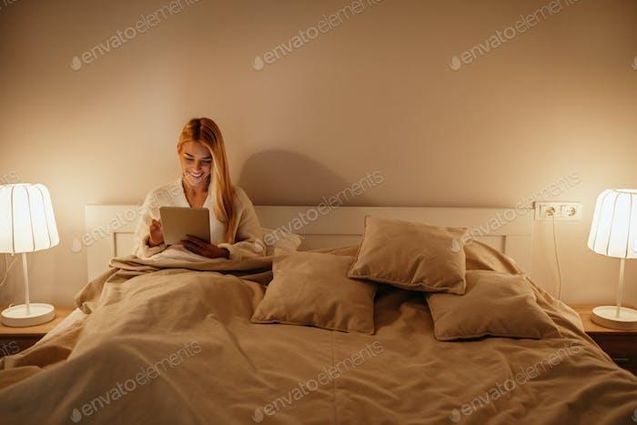 Blogueando tarde en la noche