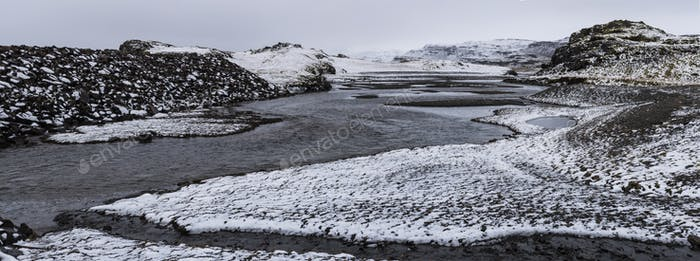 Schöne Panorama-Winterlandschaft Blick auf Island, Schneedecke