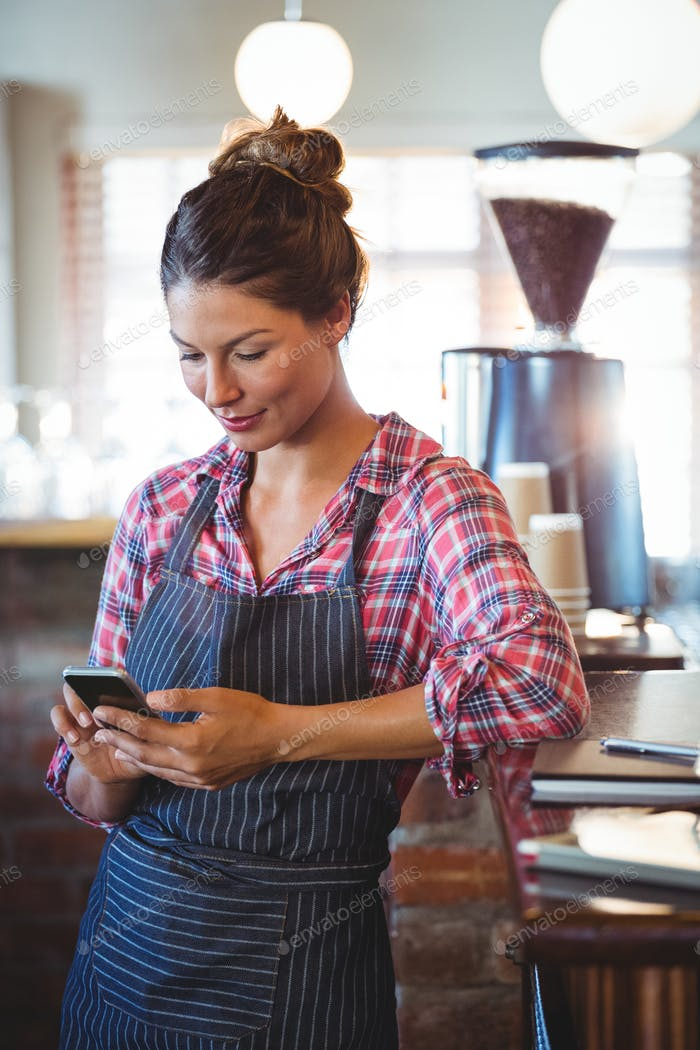 Waitress using a smartphone