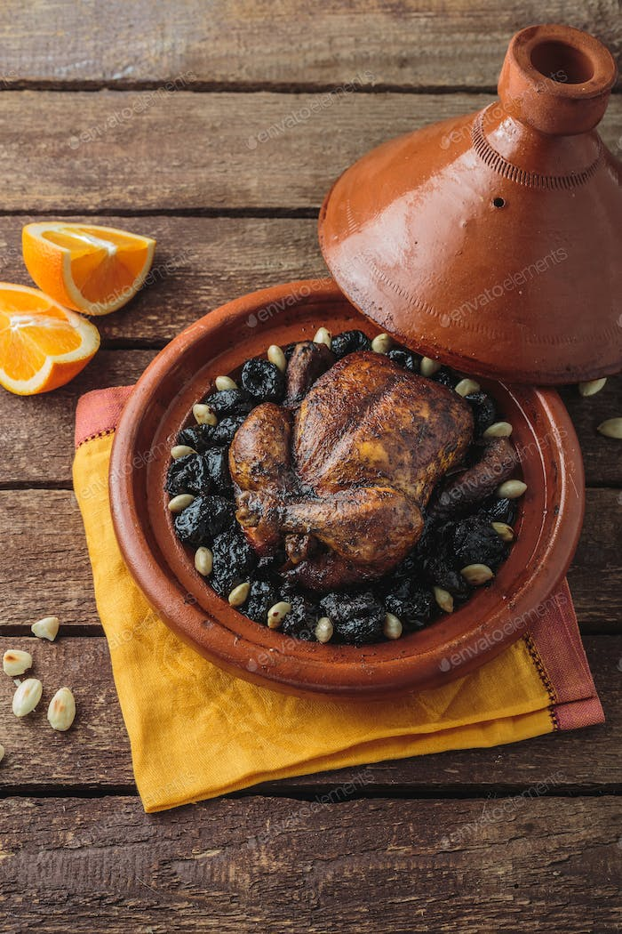 Tajine of chicken and prunes, copy psace