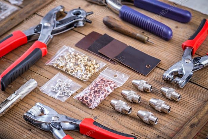 Eyelets plier tool kit
