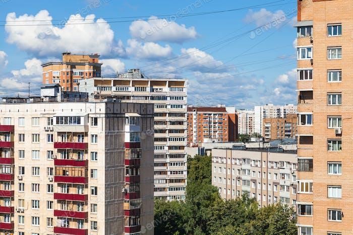Mehrfamilienhäuser in Moskau Stadt an sonnigen Tag