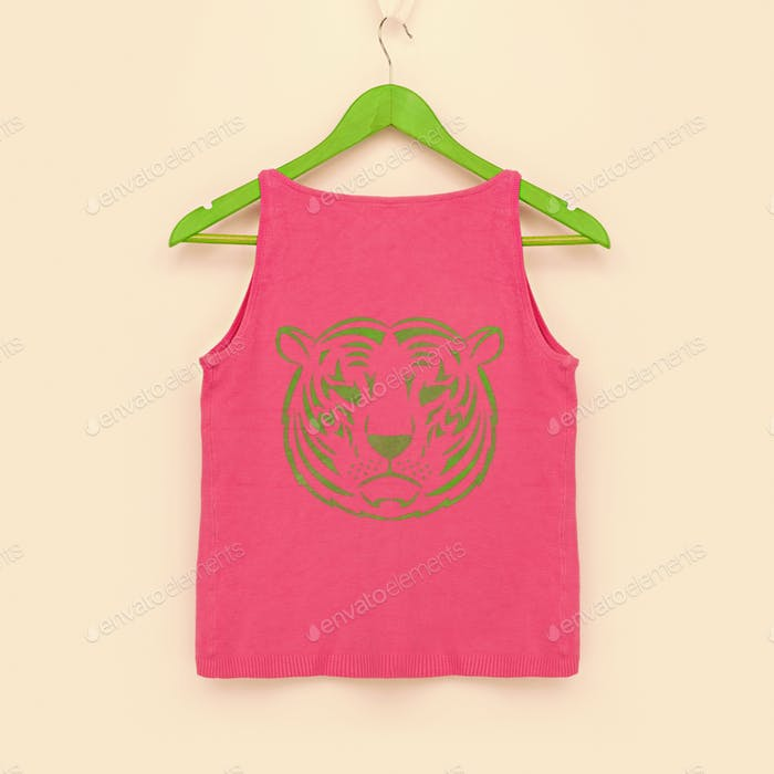 Pink T-shirt with image of green tiger