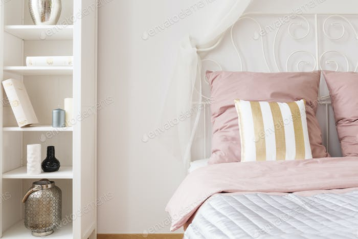 Double bed with pink bedding