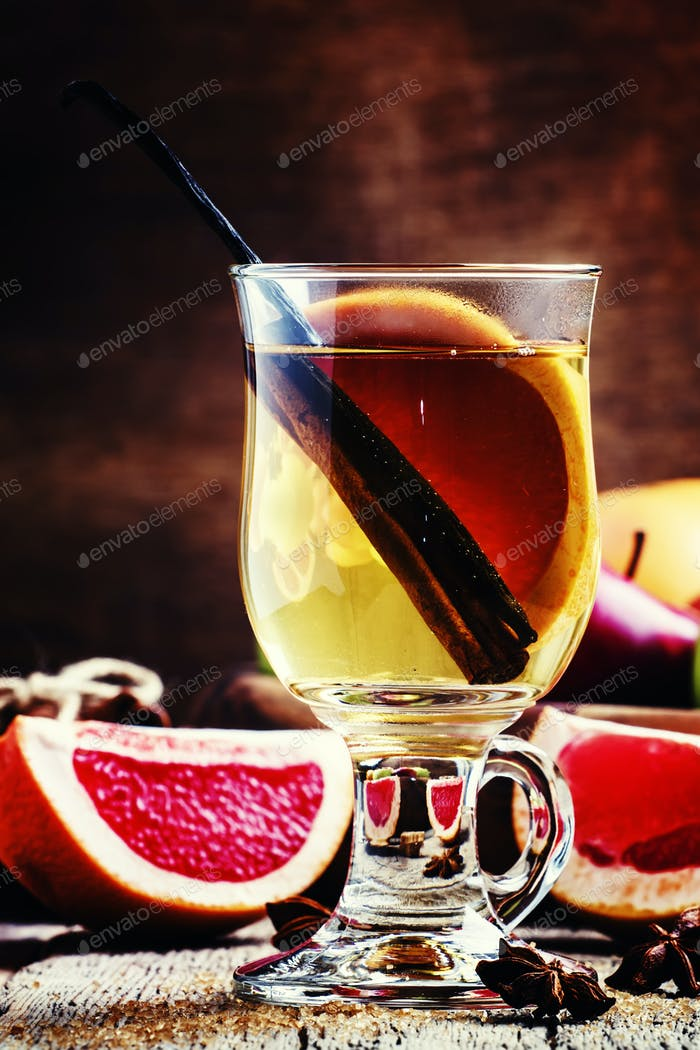 Light mulled wine with dry white wine, cinnamon sticks and vanilla, grapefruit and honey