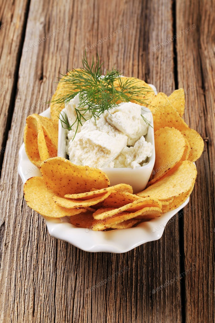 Corn chips and fresh cheese