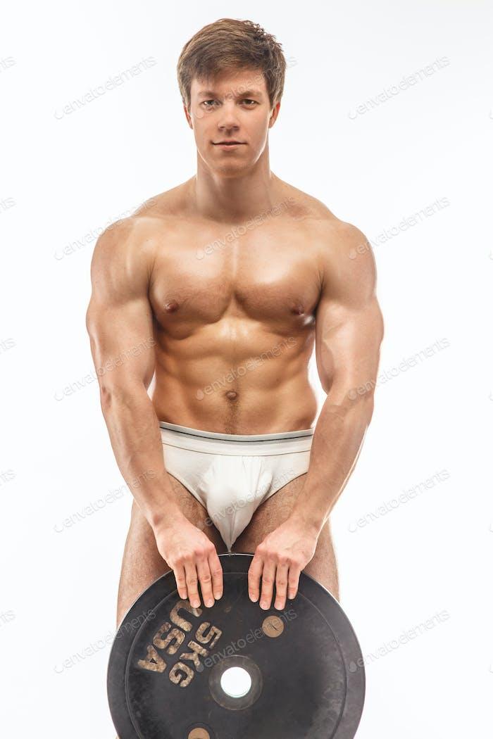 Kerl mit nacktem Torso und Gewichten