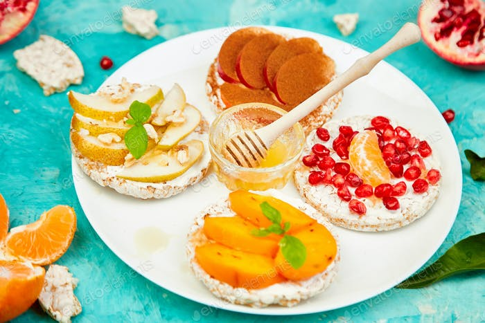 Rice Crisp bread healthy snack with tropical fruit
