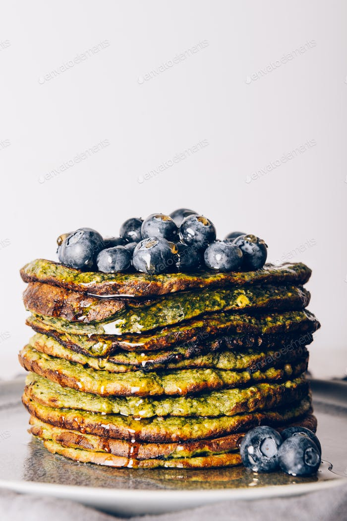Pancakes made from spinach, coconut milk and oats