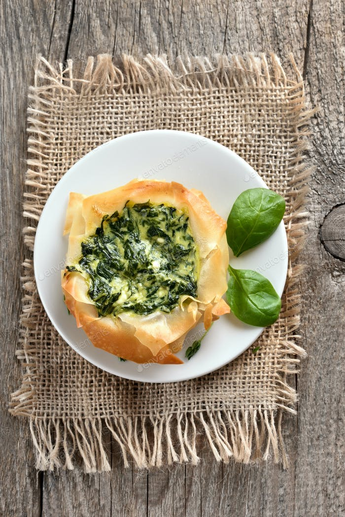 Vegetable pie with spinach