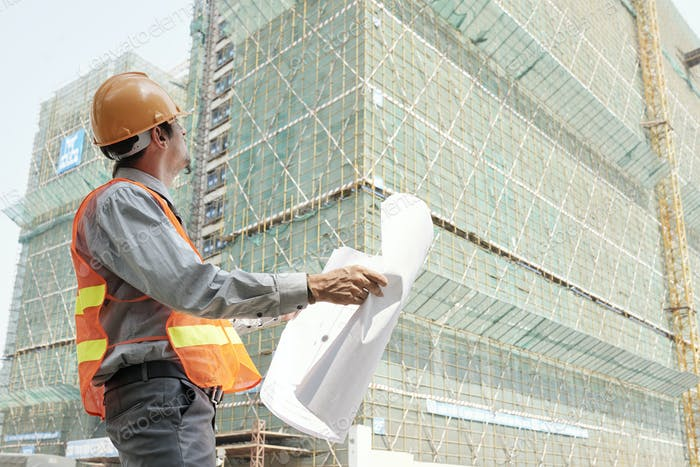 Engineer controlling the construction