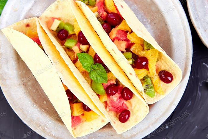 Fruit tacos. Summer snacks.