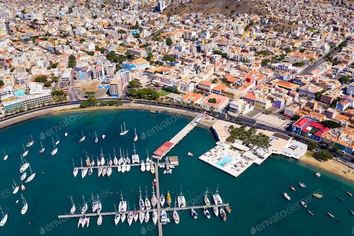 Luftaufnahme von Mindelo Marina auf der Insel Sao Vicente in Kap Verde