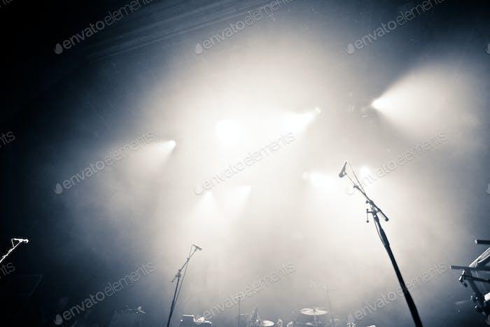 Leere beleuchtete Bühne