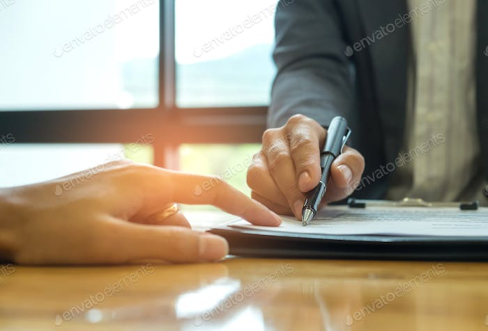 Business concept, signing a business contract,Businessmen holdin