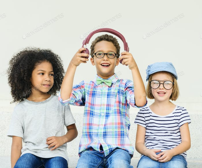 Casual Kinder Fröhlich Cute Friends Kids Konzept