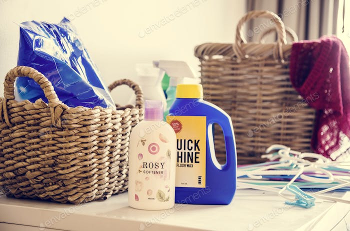 Laundry box and liquid detergents