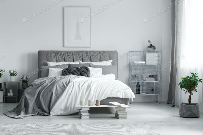 Pintura sobre la cama