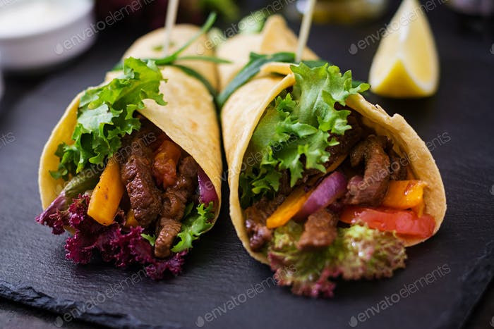 Mexican fajitas for beef and grilled vegetables (paprika, red onion, tomato).