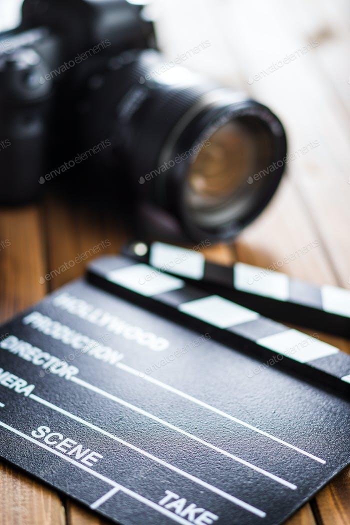 Professionelle Kamera und Klapper Board.