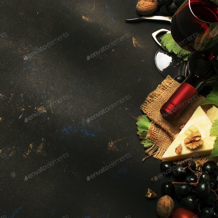 Rotwein und Snacks
