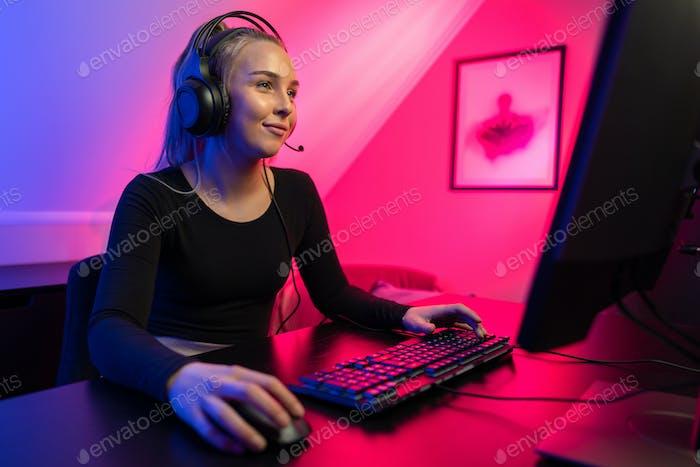 Игры девушка на работе молитва на работу девушек