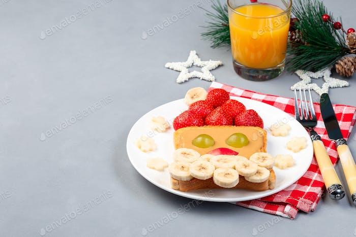 Weihnachtsmenü für Kinder mit Weihnachtsmann-Sandwich