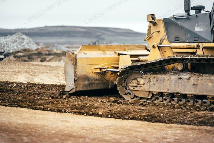 Autobahn Baustellenentwicklung mit Bulldozer bewegen Erde, Boden und Nivellierboden