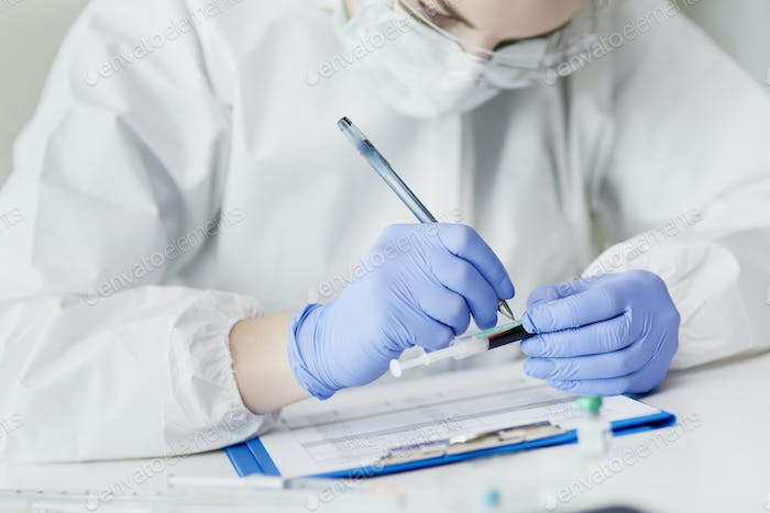 Technician making medical exams in the laboratory
