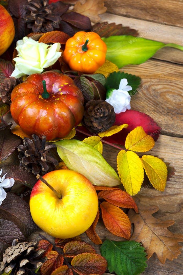Decoración de Acción de Gracias con manzana, calabaza y hojas de Caída