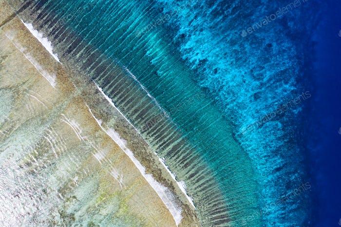 Riff und Meer, Insel Gili Meno, Indonesien. Luftbild Seelandschaft