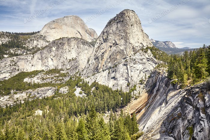 Mountain landscape in the Yosemite National Park, USA.