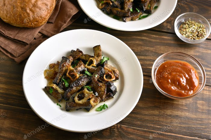 Roasted beef liver with onion