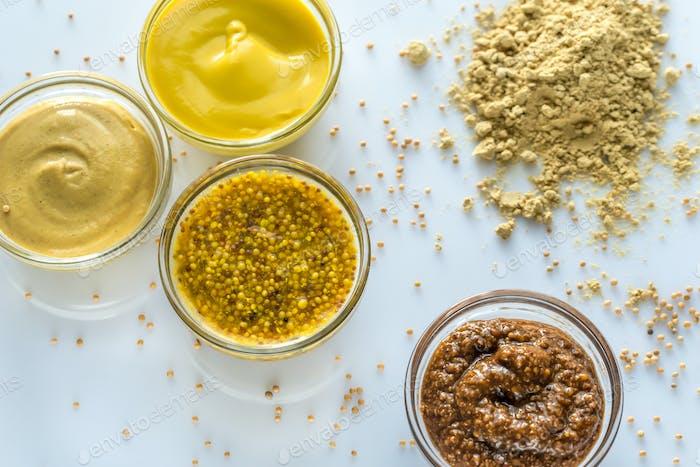 Verschiedene Arten von Senf