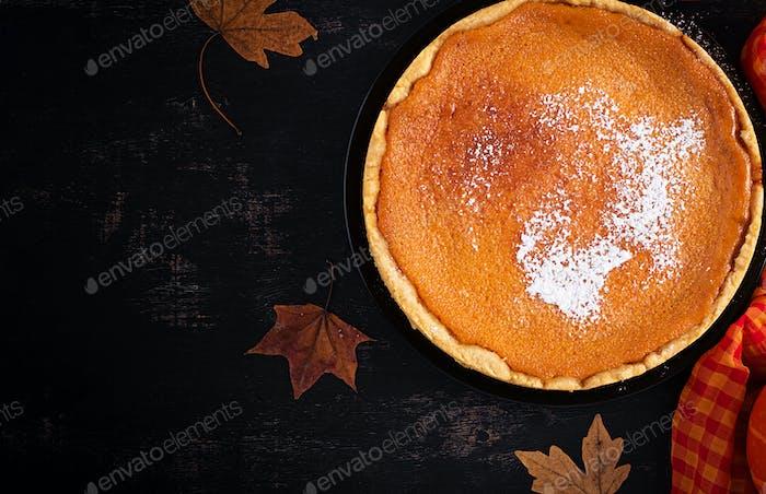 Amerikanischer Kürbiskuchen. Erntedankfest. Amerikanische Küche. Ansicht von oben