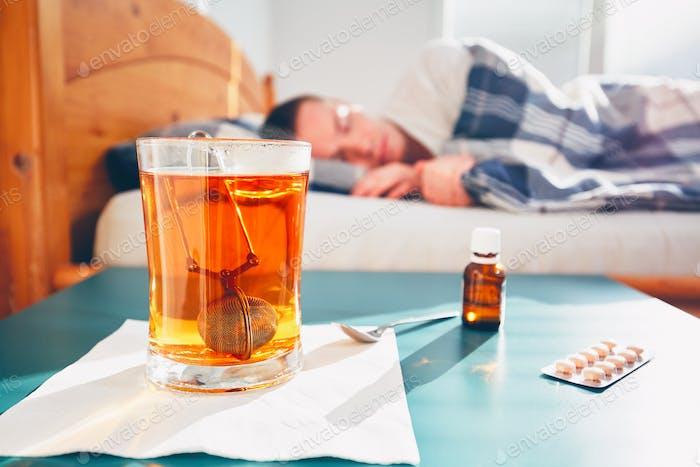 Kranke Mann im Bett