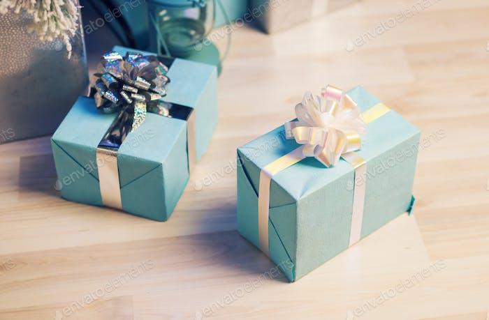 Blaue Geschenkboxen