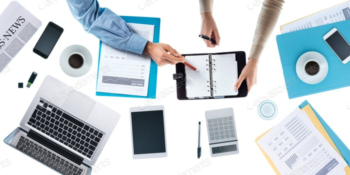 Geschäftsteam Überprüfung von Terminplänen
